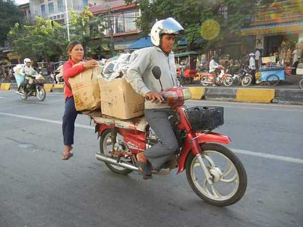 motorcycles-carrying-heavy-loads (36)
