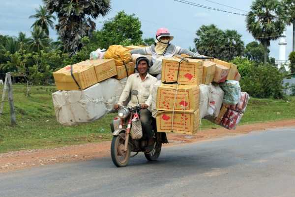 motorcycles-carrying-heavy-loads (6)