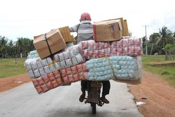 motorcycles-carrying-heavy-loads (7)