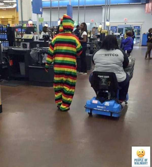 strange-walmart-customers (22)