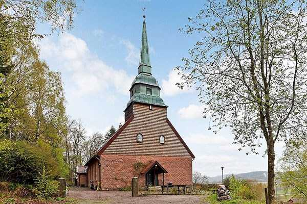 swedish-church-tranformed-into-luxury-home (1)
