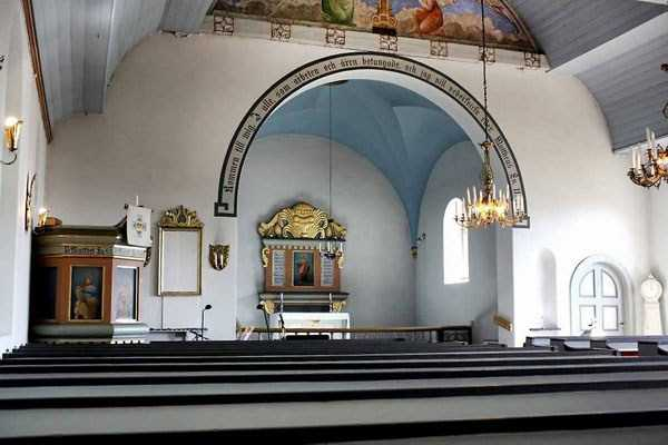 swedish-church-tranformed-into-luxury-home (2)