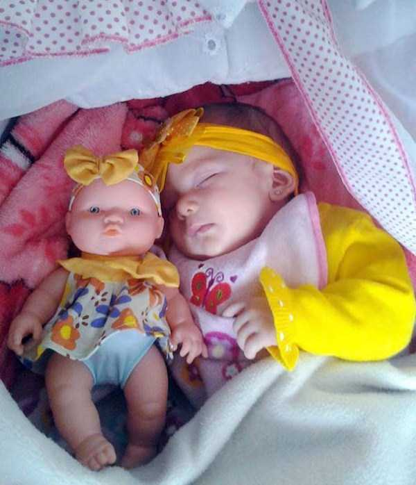 babies-and-their-look-alike-dolls (10)
