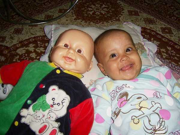 babies-and-their-look-alike-dolls (16)