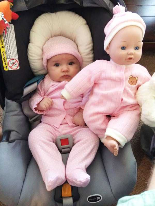 babies-and-their-look-alike-dolls (20)