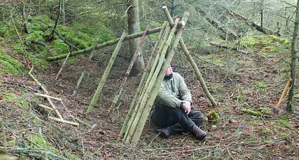 How To Build A Cozy Shelter In The Woods (10 photos) 11