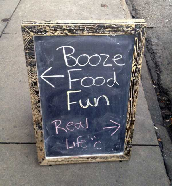 funny-creative-chalkboard-signs (27)
