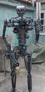 Terminator T-800 Endoskeleton Made From Scrap Metal (17 photos) 1