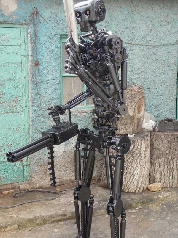 life-size-terminator-t-800-endoskeleton (10)