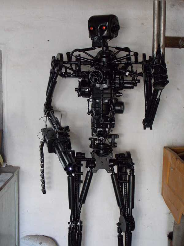 life-size-terminator-t-800-endoskeleton (11)