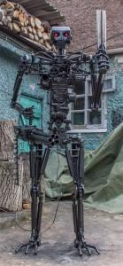 Terminator T-800 Endoskeleton Made From Scrap Metal (17 photos) 12