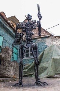 Terminator T-800 Endoskeleton Made From Scrap Metal (17 photos) 15