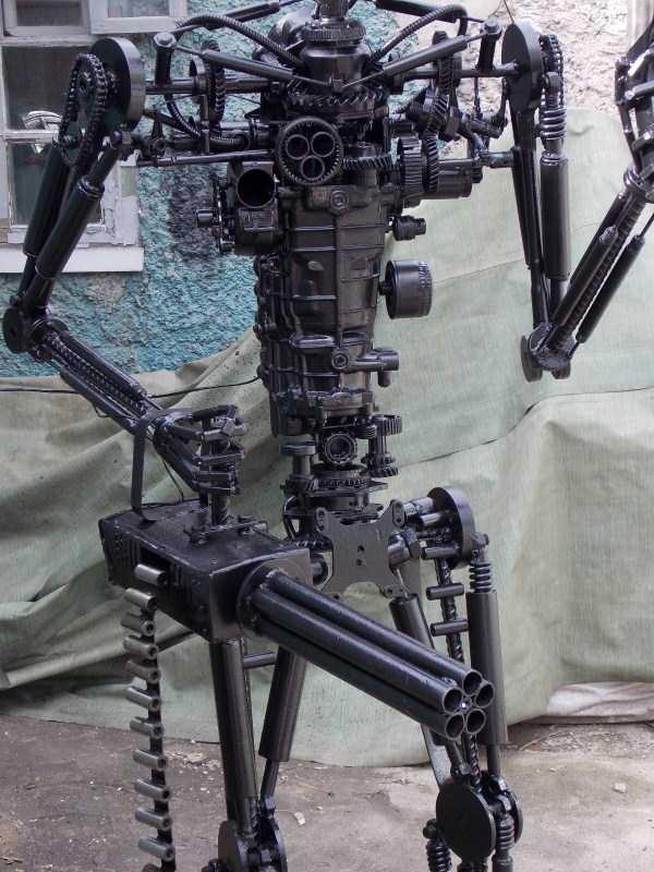 life-size-terminator-t-800-endoskeleton (5)