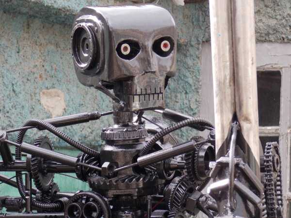 Terminator T-800 Endoskeleton Made From Scrap Metal (17 photos) 7