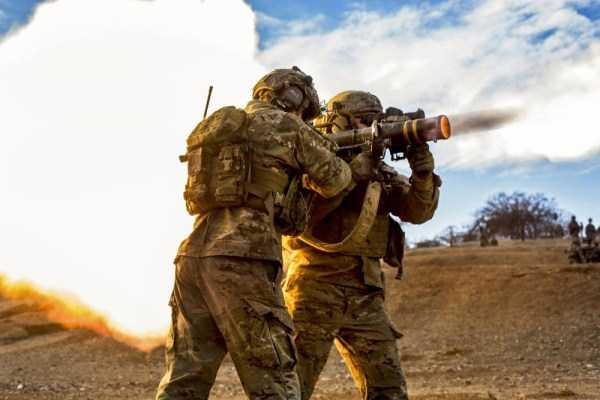 perfectly-timed-military-pictures (38)