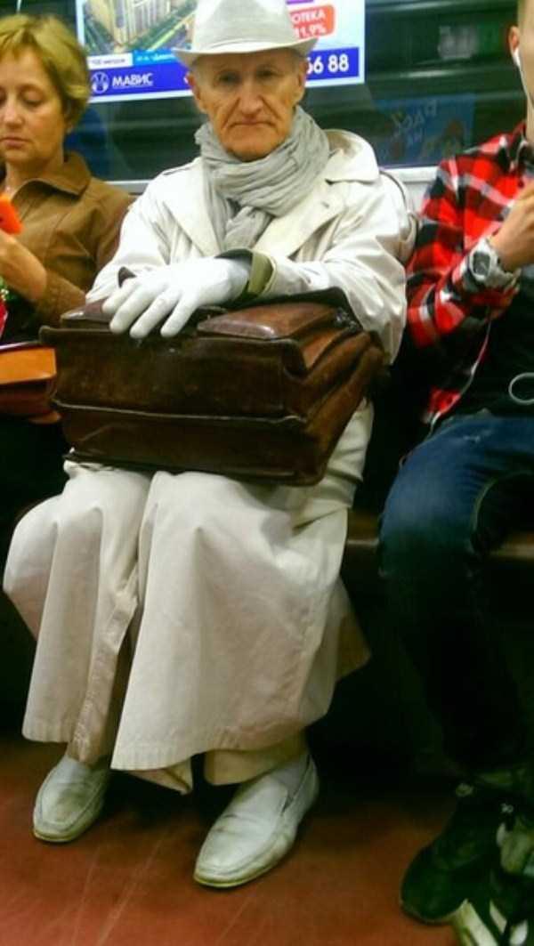 russian-subway-weirdos (28)