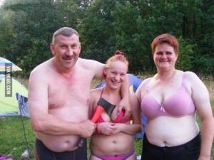 Hard-to-Explain Russian Family Photos (17 photos) 1