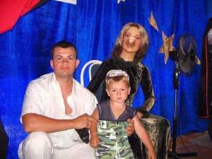 Hard-to-Explain Russian Family Photos (17 photos) 15