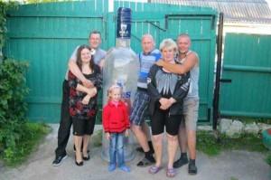 Hard-to-Explain Russian Family Photos (17 photos) 9