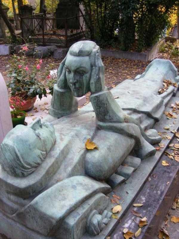 bizarre-tombstones (1)