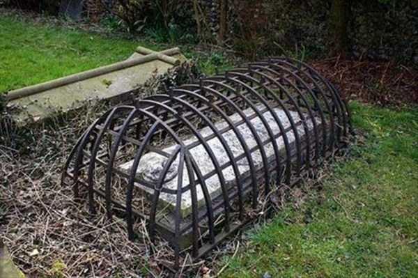 bizarre-tombstones (11)