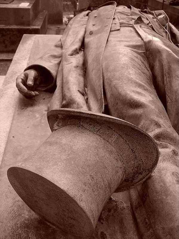 bizarre-tombstones (12)