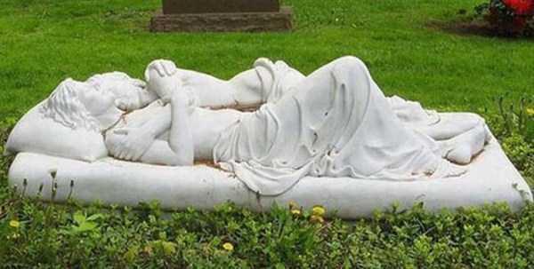 bizarre-tombstones (14)