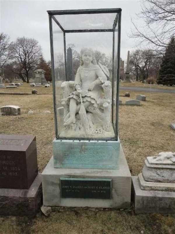bizarre-tombstones (16)