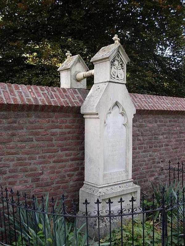 bizarre-tombstones (19)