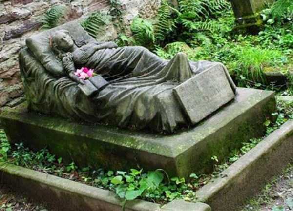 bizarre-tombstones (21)