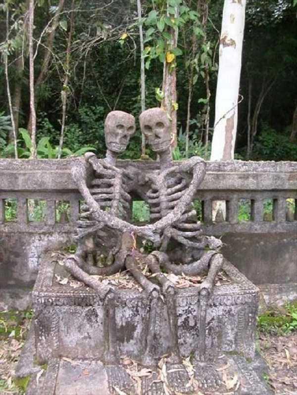 bizarre-tombstones (3)