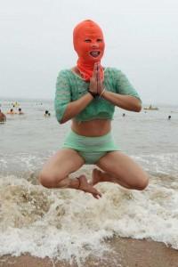 Weird Summer Beach Fashion Trend in China (14 photos) 1