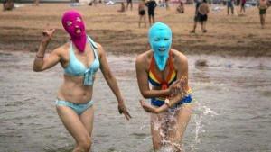 Weird Summer Beach Fashion Trend in China (14 photos) 10