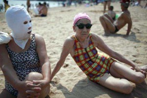 Weird Summer Beach Fashion Trend in China (14 photos) 11