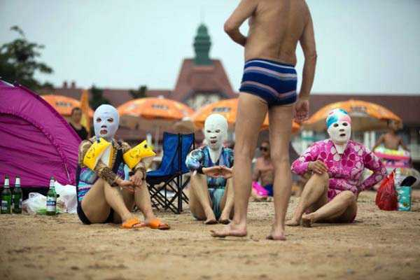 Weird Summer Beach Fashion Trend in China (14 photos) 14
