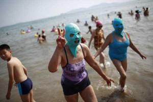 Weird Summer Beach Fashion Trend in China (14 photos) 2