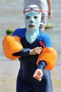 Weird Summer Beach Fashion Trend in China (14 photos) 3