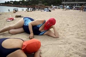 Weird Summer Beach Fashion Trend in China (14 photos) 7