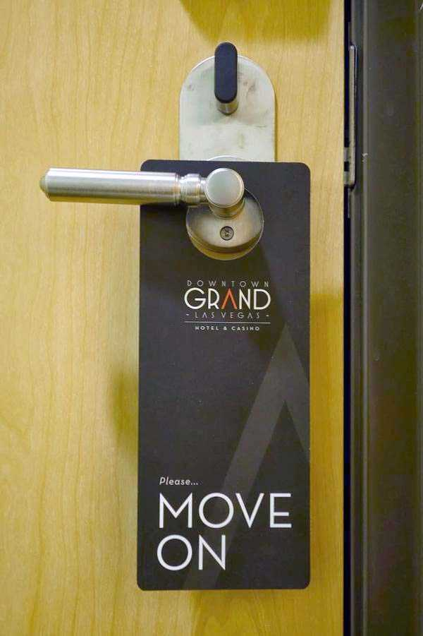 funny-do-not-disturb-signs (22)