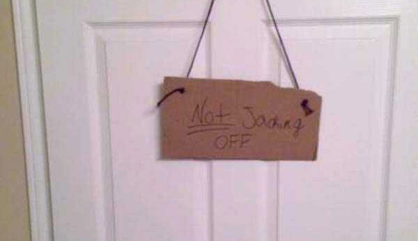 """25 Witty and Creative """"Do Not Disturb"""" Signs (25 photos) 26"""