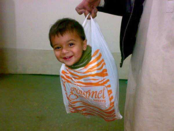 funny-methods-of-carrying-kids (10)