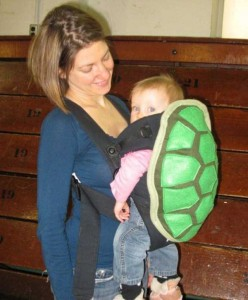 20 Wacky Techniques For Carrying Your Kid (20 photos) 16