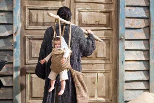 funny-methods-of-carrying-kids (19)