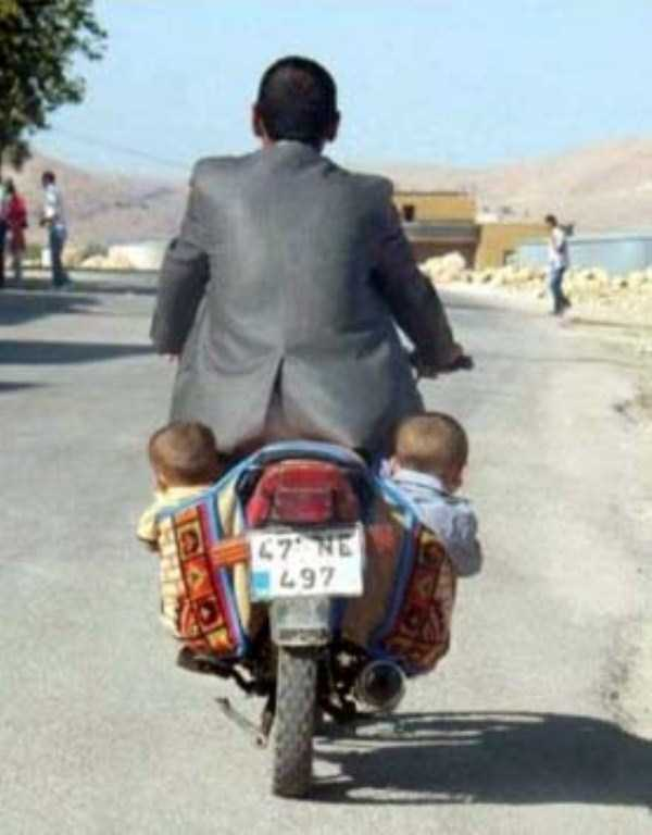 funny-methods-of-carrying-kids (20)
