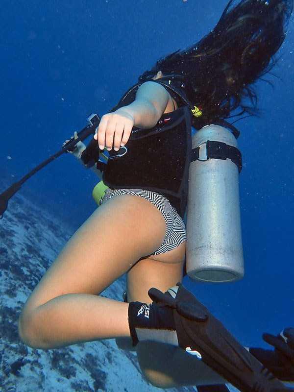 sexy-underwater-girls (13)