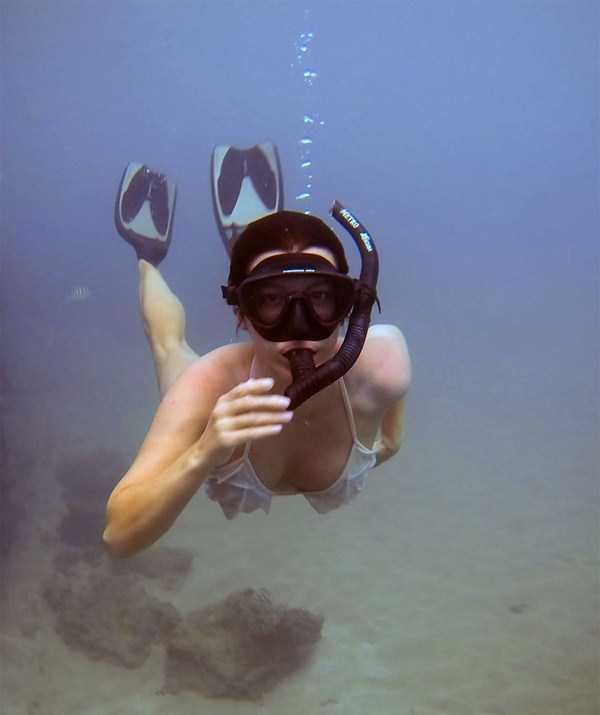 sexy-underwater-girls (25)