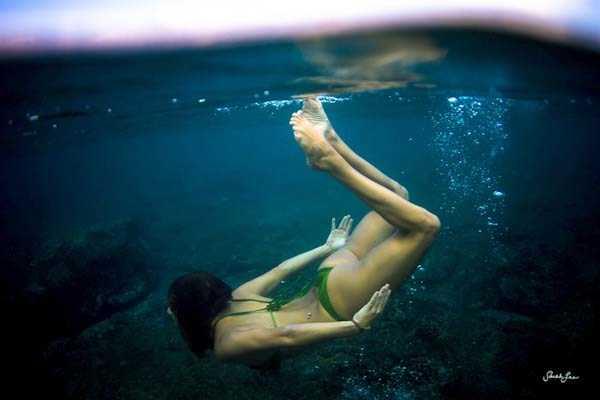 sexy-underwater-girls (33)