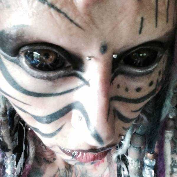 woman-with-insane-body-modifications (4)