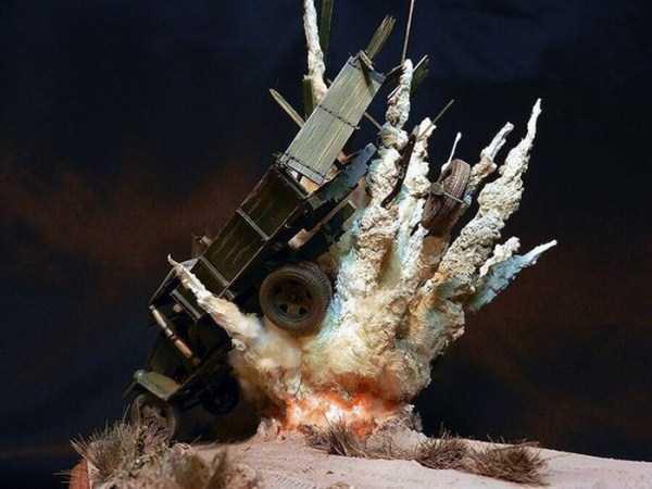 car-explosion-diorama (5)