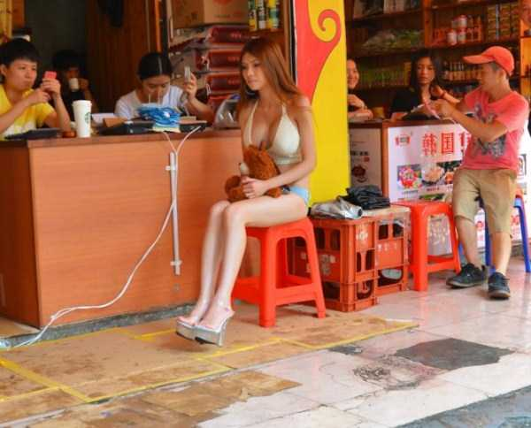 chinese-girl-in-hot-pants (13)